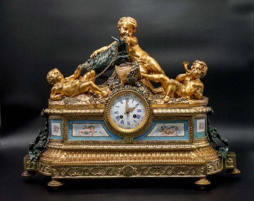 19世纪法国铜鎏金雕塑座钟
